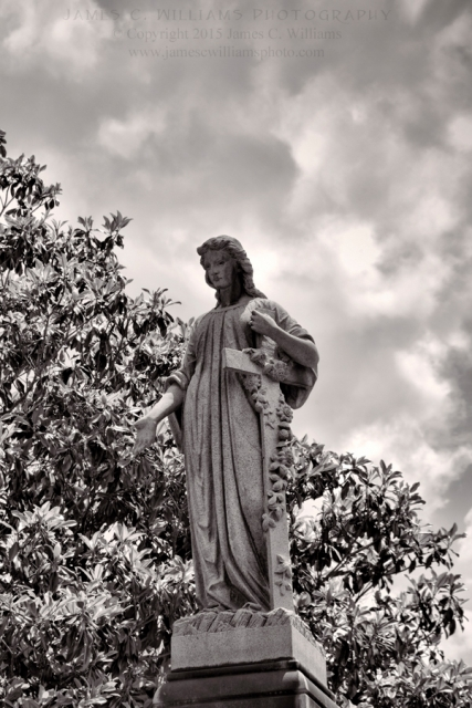One of the many lovely statues at Oakdale Cemetery, Wilmington, NC. By kind permission of Oakdale Cemetery Management.