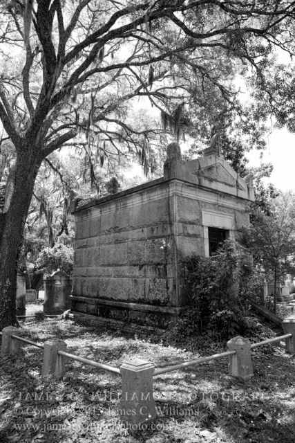 One of the many lovely tombs at Oakdale Cemetery, Wilmington, NC. By kind permission of Oakdale Cemetery Management.